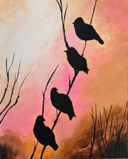 4 madár ül az ágon naplementében