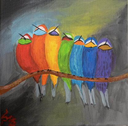 madarak több színben egymás mellett lógnak a fán