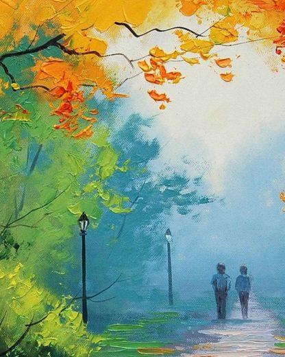 gyalogló pár az erdő mellett