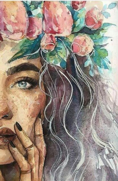 a kép tartalma női portré, virágkoszorú