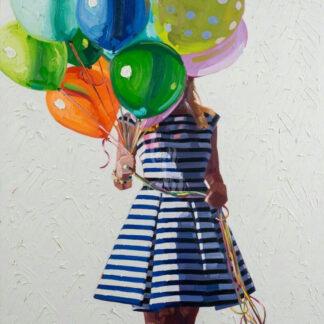 a kép tartalma: lány, csíkos ruha, színes léggömbök
